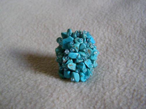 Bague très belle, ajustable  http://www.alittlemarket.com/bague/fr_bague_en_pierre_de_turquoise_de_mongolie_-14381039.html