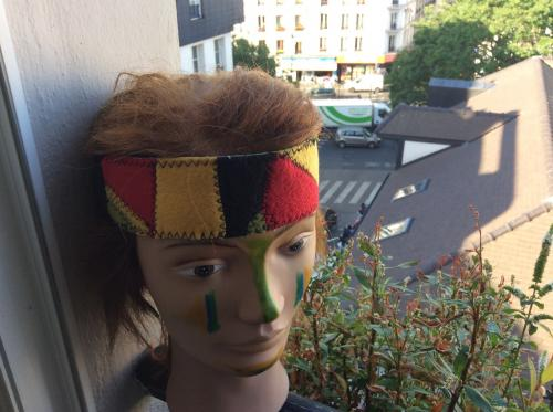 3 bandeaux tout en patchwork polaire ( vert , jaune, rouge). Si il y a un accessoire tendance pour les femmes; c'est bien le bandeau. Enti�rement fait main. Largeur 5,5 cm. Tour de t�te : 55 ( extensible) Polaire + �lastique noire .