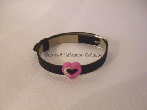 Bracelet (réglable) cuir noir pailleté, coeur rose strass Réf : BR02161