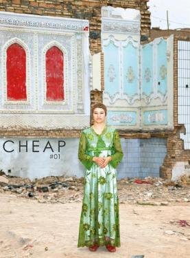 CHEAP est un magazine à publication trimestrielle édité par Vol de Nuits sur une conception de trois directeurs artistiques Driss Aroussi, Santi Oliveri et Claire Béguier qui propose des regards d?auteurs photographes. Pour nous contacter : contactcheap(alt)gmail.com Pour suivre l'actualité de CHEAP : https://www.facebook.com/cheapmagazine Abonnez-vous en ligne, quatre numéros par an pour 15 euros : http://tinyurl.com/cheap-abonnements. Télécharger sur ce lien le bulletin d'abonnement (pdf).  quelques parutions et articles qui parlent du magazine : Sur le site de La Critique.org un article de Yannick Vigouroux Le laboratoire des mots et des images par Yannick Vigouroux Cheap et Chic, article sur Le Ravi N°104 FEVRIER 2013 par Samantha Rouchard Cheap, c'est chic ! par Photosmatons Cheap un ?il ouvert sur la photographie d'auteur par Roxana Traista de photographie.com   Retrouvez CHEAP #01 (janvier 2013), avec les photographies : de Giancarlo Rado, Édith Roux et de Coralie Salaun.