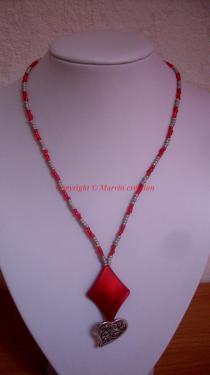 Collier (45 cm) fil cablé, losange résine et coeur argenté (COLLECTION ST VALENTIN) Réf: SV1