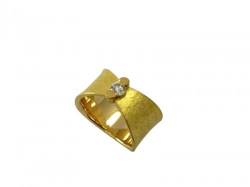 Bague or 18 ct et 22 ct serti d'un diamant de 0.20 cts gvs. Or 9.30 g. Taille 53