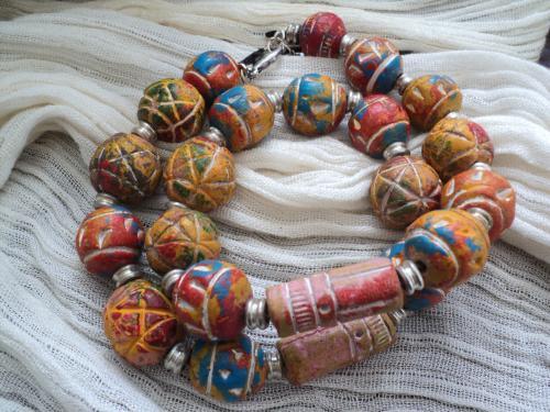 Bijoux pour hommes � la fois bracelet deux tours et collier ras du cou en perles terra cota et perles en m�tal argent�
