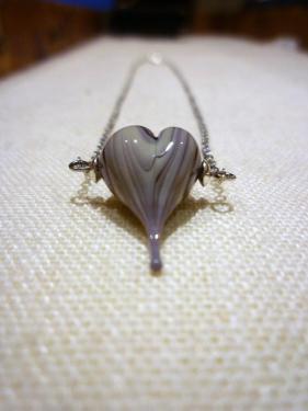 Collier pendentif coeur en verre au chalumeau