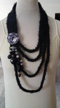 collier en laine différents coloris disponibles