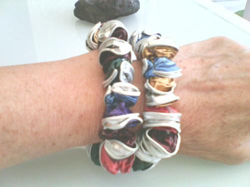 Bracelets multicolores(bleu,vert,marron,doré) en capsules recyclées nespresso ,très léger et agréable à porter