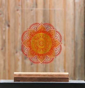 Gravure sur verre d'un mandala puis peint version vitrail