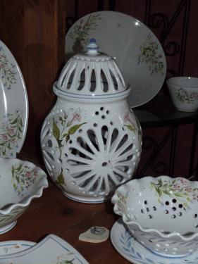 lampe ajourée, (passoire, plats tournées faïence décorée) prix selon taille
