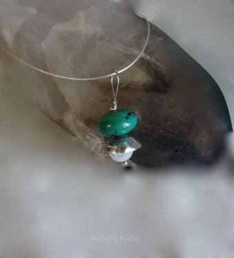 Pendentif en argent gravé et patiné avec perle en turquoise du Tibet et cristal de roche. Pièce unique.