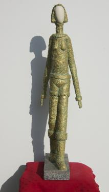LAURA    pierre et b�ton arm�, patine bronze Hauteur = 95 cm  poids = 4 kg pi�ce unique