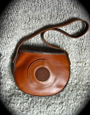 sac simple  veau et nubuck,porté épaule,bandoulière fixe,doublé tissu.