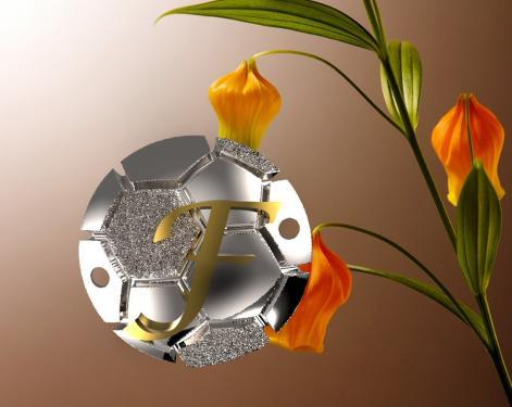 Ballon de foot argent avec initiale or pour r�aliser un bracelet sur lacet noir ...