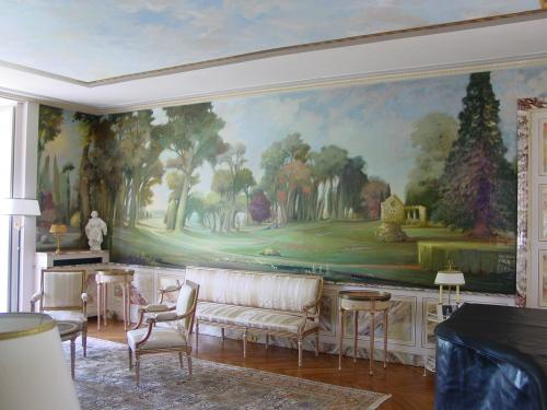 Créations de décors pour hôtels particuliers. Décor mural, décor plafond, ciel, meubles peints, décors marbres en soubassements et patines.