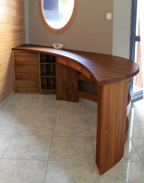BUREAU CROISSANT meuble d'entrée personalisé en orme massif