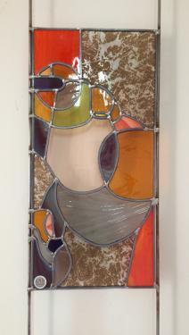 OUVERTURE SYSTEME  vitrail au plomb  0,25 m x 0, 50 m sur tige en métal à fixer au mur avec vis et cache vis afin de le décaler du mur : OMBRE PORTEE garantie