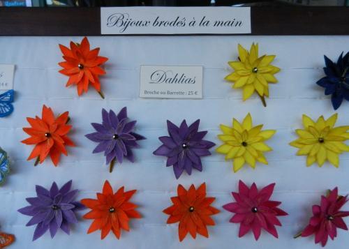 Dahlias, bijoux de satin brodé à la main, broches et barrettes