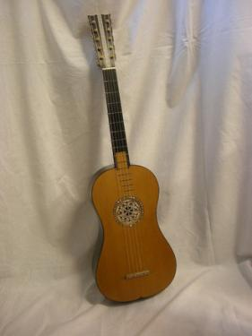 Guitare baroque réalisée par Serge Drijakoff