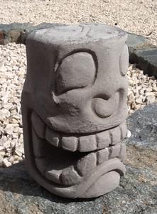 Tikiburo Tête de mort : 20 cm de haut Port 10 euros