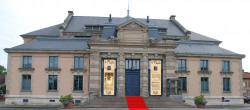 Rendez-vous au Pôle Bijou pour la visite de l'exposition puis à la salle des fête de Baccarat. Place du Général Leclerc
