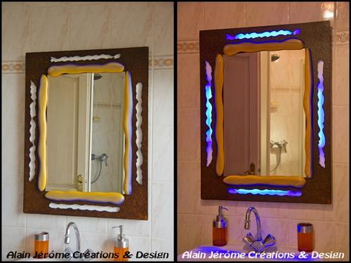 Miroir de salle de bain avec éclairage à leds
