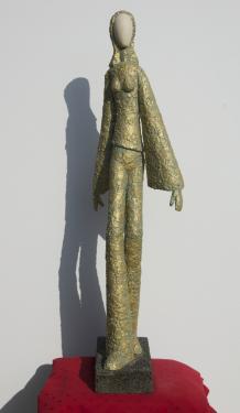 LIZ  pierre et b�ton arm�, patine bronze Hauteur = 95 cm   poids = 4 kg pi�ce unique