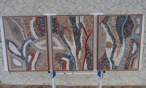 Trilogie de mosaïque de marbre. avec de la pate de verre, de le brique et du granit 3 tableaux de 43x32cm