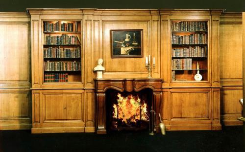 bibliothèques de boiseries avec cheminée centrale