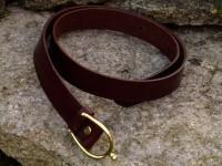 Ceinture mixte cuir véritable vachette, largeur 35mm Boucle éperon laiton Cuir au choix : noir, rouge, chocolat, gold,violet Référence : C-B35-EL Prix = 45,00 ? ttc