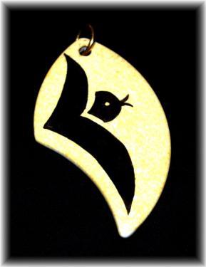 Pendentif porcelaine Vendu avec cordon noir Dimensions : 7 cm * 4 cm  Création - Modèle unique  Motif oiseau stylisé