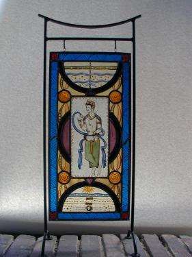 vitrail sur portant métallique: verres antiques et plombs; peintures à la grisaille et émaux