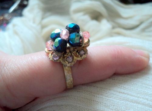 Bague r�glable en perles en cristal de swaroski roses et noires et strass anneau dor� � la feuille d'or