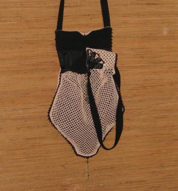 Filet de crochet couleur saumon,Bandouli�res de 81cm.............