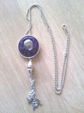 Pendentif capsule violette et cabochon de verre