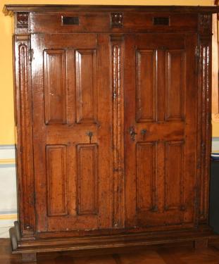 restauration d'une armoire XVIIème en noyer