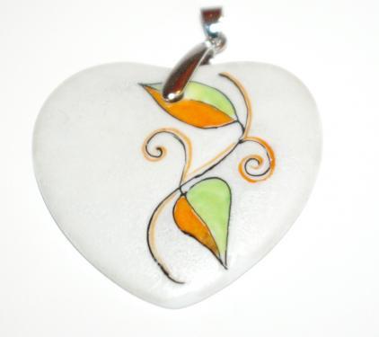 Pendentif porcelaine forme coeur  Dimensions : 5 cm * 4,5 cm  Création - Exemplaire unique.  Forme géométrique