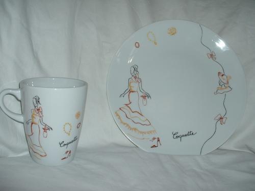 Mug et assiette en Limoges motif mode, décor