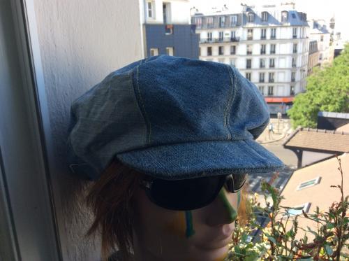 Superbe casquette gavroche tout en jean. Mod�le unique fait main. Joli bouton sur le top. Doublure tissus . Tour de t�te : 60 cm  Id�ale pour vos diff�rentes tenues