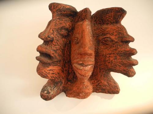 description YO CARIBA bas relief bois,matière composite + pigment