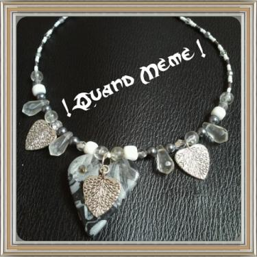 Collier coeur gris-blanc en polymère, métal argenté, synthétique, fermoir en métal argenté