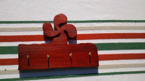 support pour clés lauburu rouge pin ou peuplier