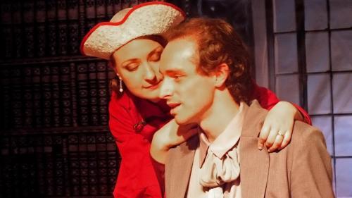 Chapeau pour Caroline dans l'Aigle à deux têtes de Jean Cocteau