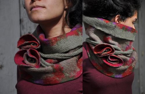 Col kaki/rouge tricot� et feutr� (pure laine)