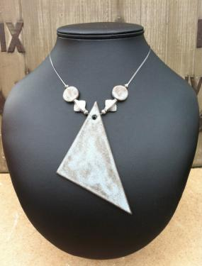 Collier en céramique Triangle Quartz Fil nylon cablé Fermoir en T