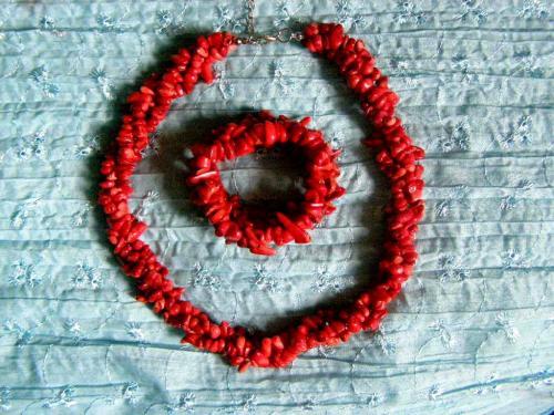 http://www.alittlemarket.com/parure/fr_corail_rouge_parure_magnifique_en_corail_naturel_-14558587.html