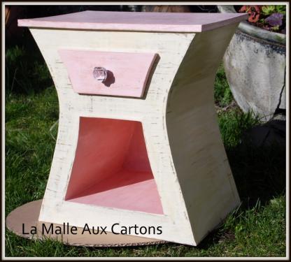 Chevet rose et beige finition cirée, peinture artisanale