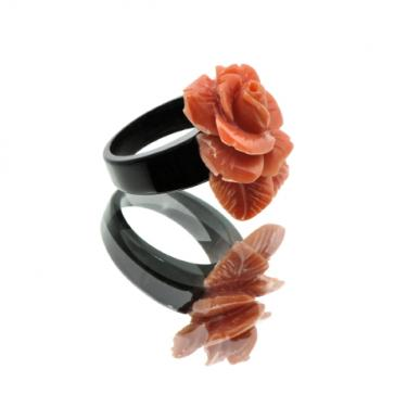 descriptionbague en corne de buffle et corail