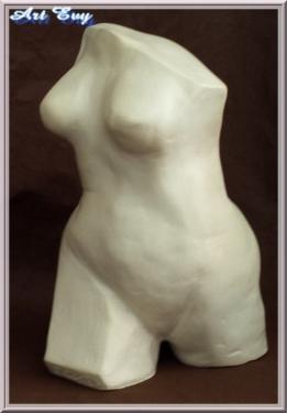corps d'une femme en mouvement, terre cuite blanche lisse, patinée après cuisson, c'est le MLF mouvement de la femme