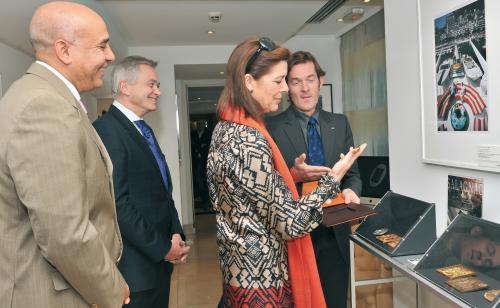 Premier présentation de cette sculpture à Monaco en 2010, avec la Princesse de Hanovre, dans le cadre de l'exposition