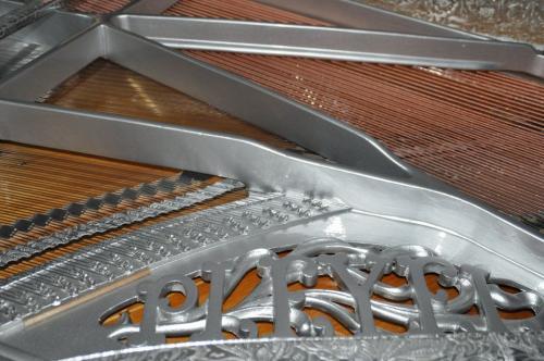 .... Poursuite de l'élaboration du  PIANO HAUTE COUTURE dans l'atelier de SERGE DELBOUIS....