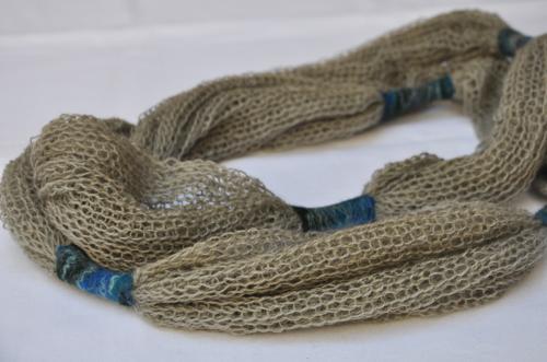 Collier �charpe vert tricot et feutre (pure laine)